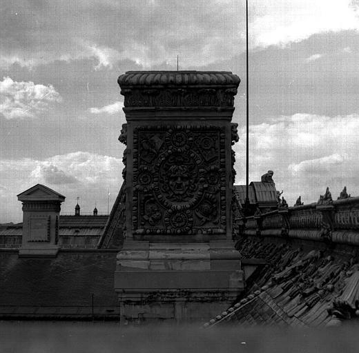 Aile sud, pavillon Daru : souche de cheminée