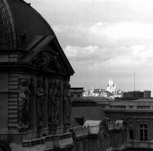 Pavillon de l'horloge de la Cour carrée, cariatides