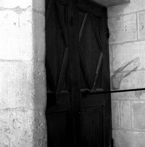 Vantaux à charnières de la porte d'escalier du 1e étage, face côté escalier