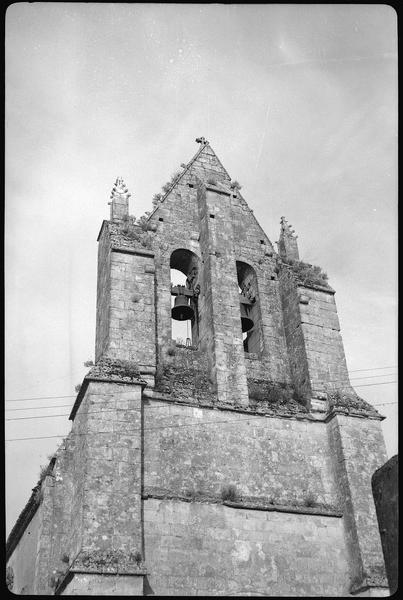 Façade ouest: le clocher-mur