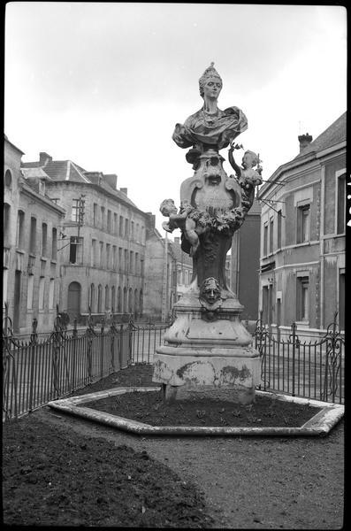 Statue de Claire-Josèphe Hippolyte Léris dite La Clairon