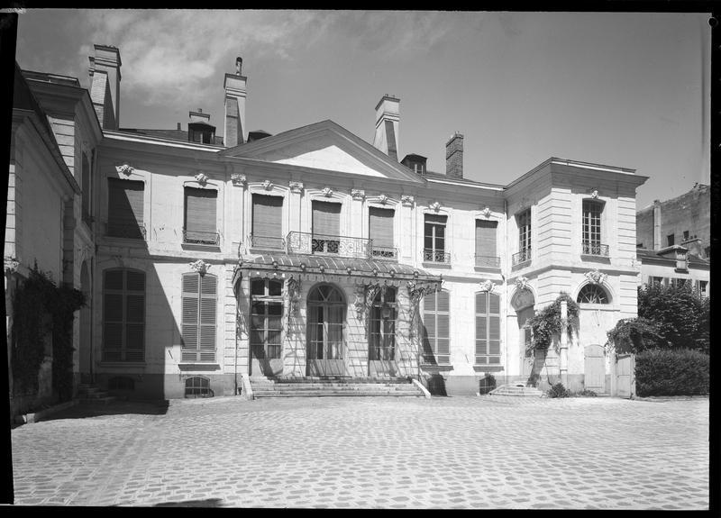 Hôtel de Noirmoutier ou de Sens, actuellement résidence du préfet de région