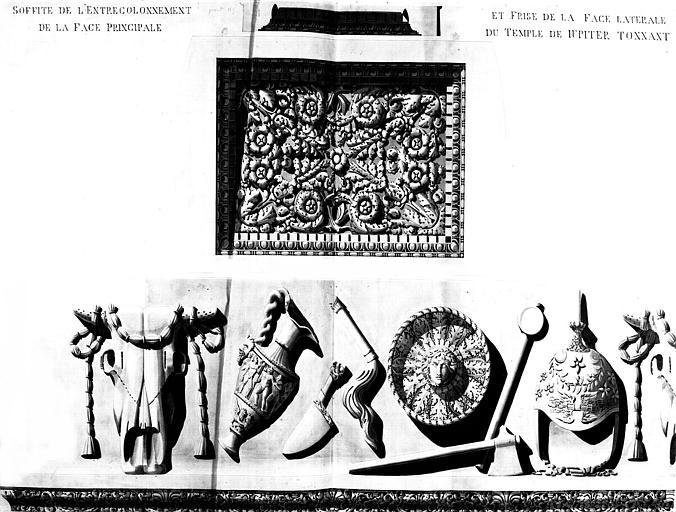 Restauration du temple : Soffite de l'entrecolonnement de la face principale et frise de la face latérale