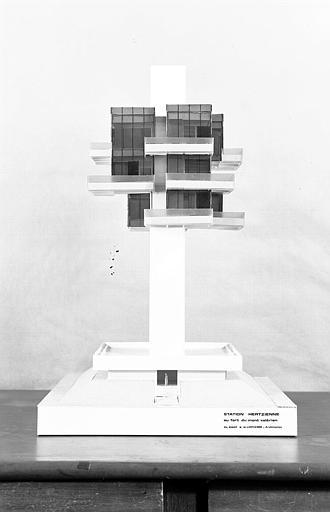 Maquette d'un projet de station hertzienne sur le Mont-Valérien