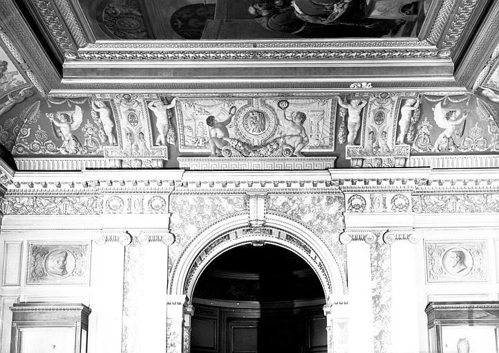 Galerie Charles X, voussure côté est de la 2e salle (grisailles)