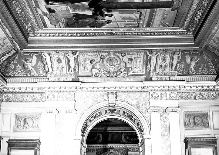 Galerie Charles X, voussure côté ouest de la 2e salle (grisailles)