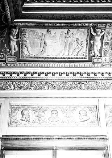 Galerie Charles X, voussure côté sud de la 2e salle (grisailles) : Détail de la partie gauche