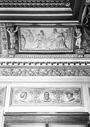 Galerie Charles X, voussure côté sud de la 2e salle (grisailles) : Détail de la partie droite