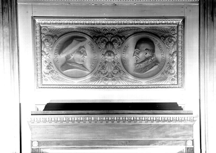 Galerie Charles X, 2e salle (grisaille) : Médaillons d'Andréa del Sarto et Michel de Montaigne
