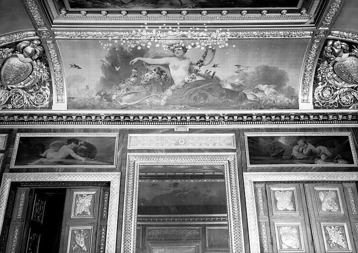 Salle des Bijoux antiques, côté est : Le Printemps (voussure), l'Eau et le Feu (dessus de porte)