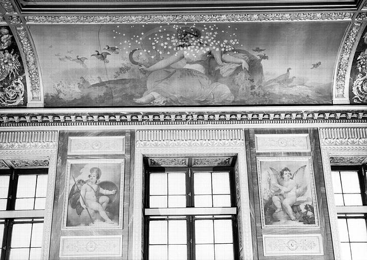 Salle des Bijoux antiques, côté sud : L'Eté (voussure), les Arts et la Guerre (entre-fenêtre)
