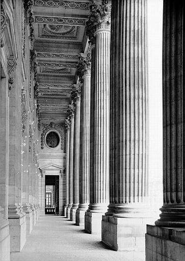 Colonnade, vue de la galerie intérieure vers le nord