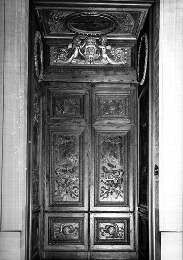 Escalier Percier (dit du chien) : Porte donnant accès à la 1e salle de la Colonnade sur le palier du 1e étage