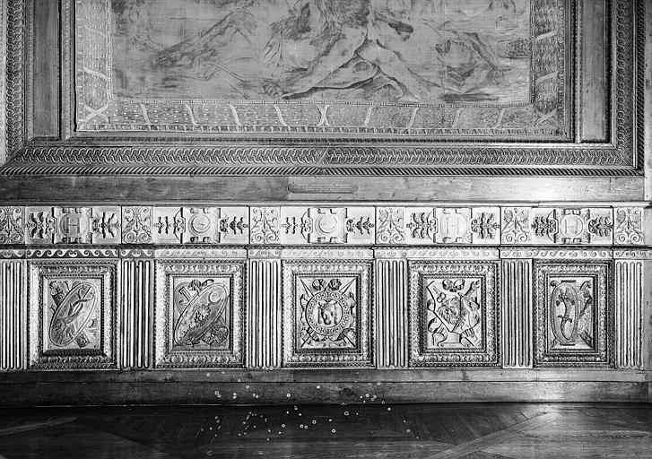 3e salle de la Colonnade : Lambris d'appui (côté sud) au chiffre de Henri II