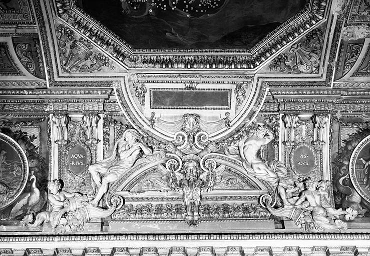 Galerie d'Apollon, stucs côté est du plafond : Le Verseau, les Poissons