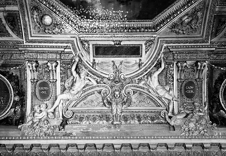 Galerie d'Apollon, stucs du plafond côté est : Les Gémeaux, le Cancer