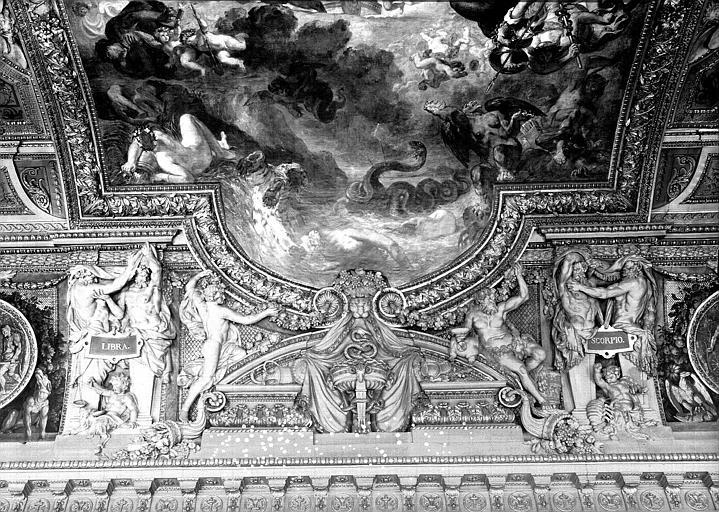 Galerie d'Apollon, stucs du plafond côté ouest : La Balance, le Scorpion
