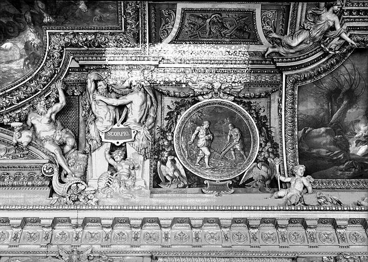 Galerie d'Apollon, stucs et grisaille du plafond côté ouest : Le Scorpion, le mois d'Octobre
