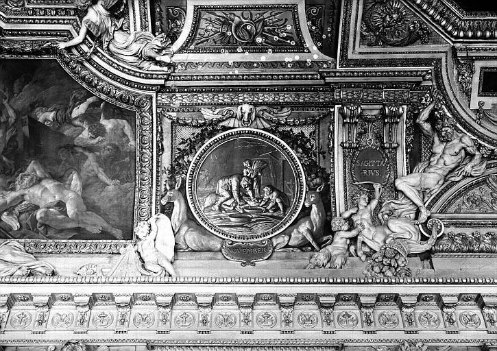 Galerie d'Apollon, stucs et grisaille du plafond côté ouest : Le mois de Novembre, le Sagittaire