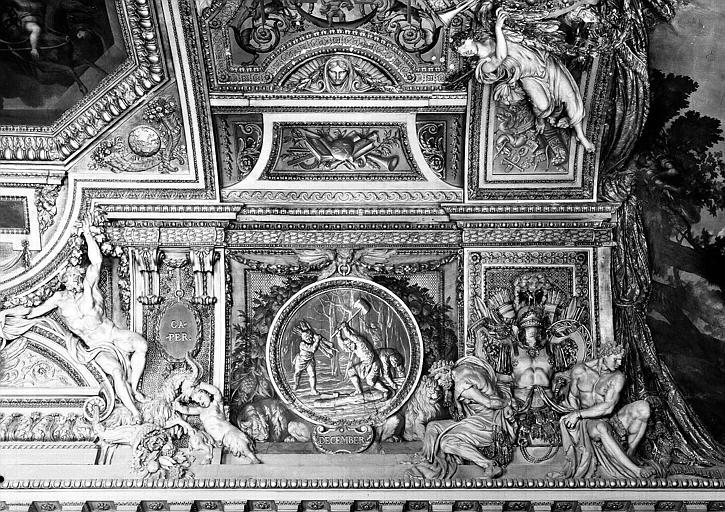 Galerie d'Apollon, stucs et grisaille du plafond côté ouest : Le Capricorne, le mois de Décembre