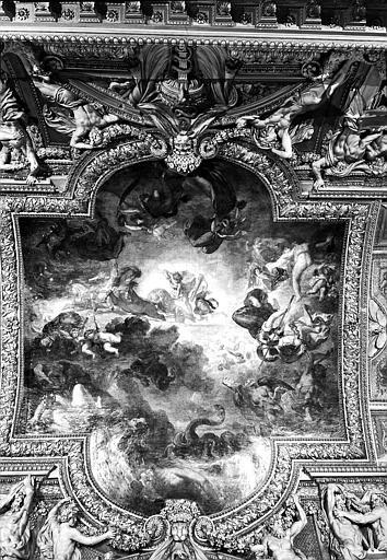 Galerie d'Apollon, partie centrale du plafond peint : Apollon vainqueur du Serpent Python