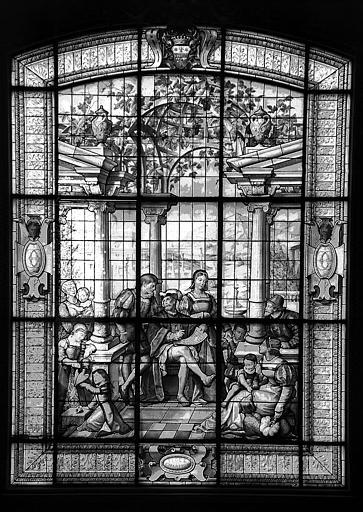 Grand escalier, palier du second étage : Vitrail aux armes de la famille de Camondo