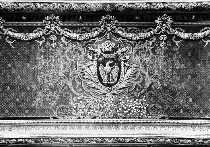 Salle Mollien, passage vers le palier Mollien, dessus de porte peint : Armes du Second Empire