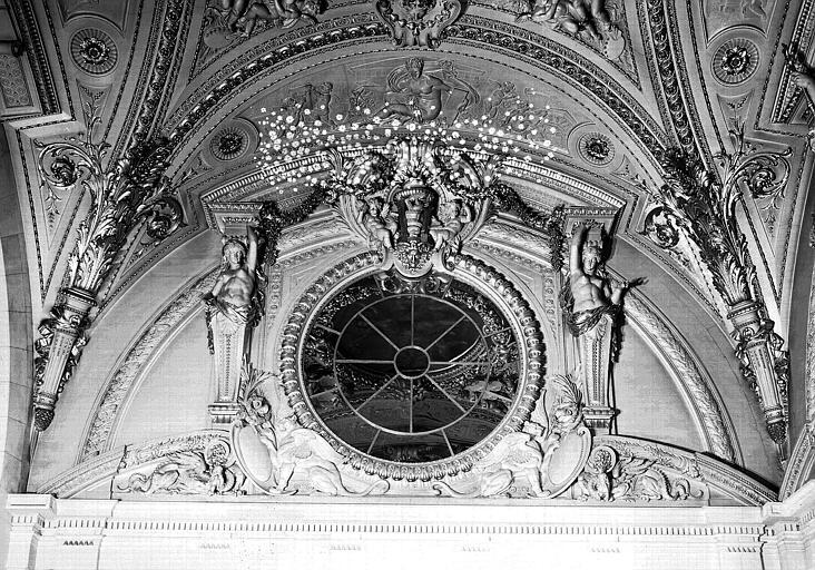 Escalier Mollien, mur est et bas-relief : L'Architecture
