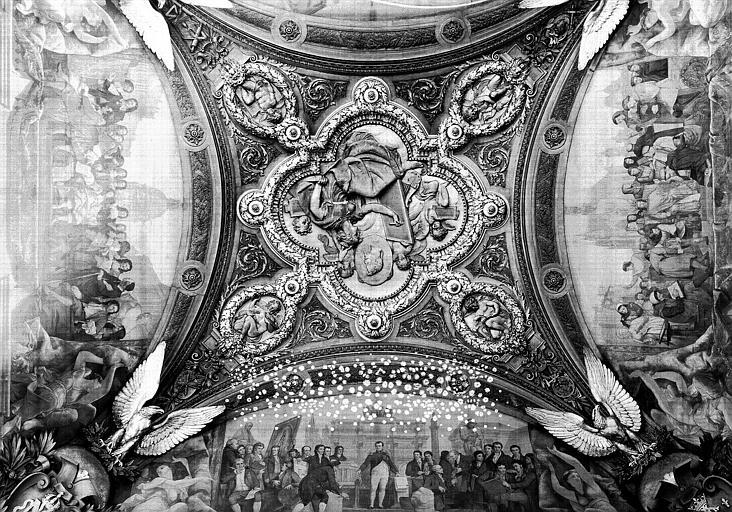 Salle Denon, partie centrale du plafond et médaillons représentant la Peinture, la Sculpture, l'Architecture et la Gravure