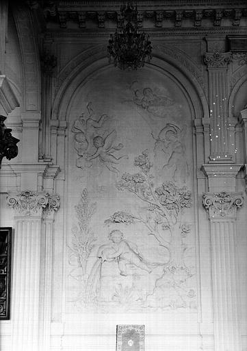 Cabinet des Dessins du pavillon de Flore, bas-relief de la salle de lecture (ancien escalier d'honneur), mur nord côté gauche : Génies des sources fertilisantes