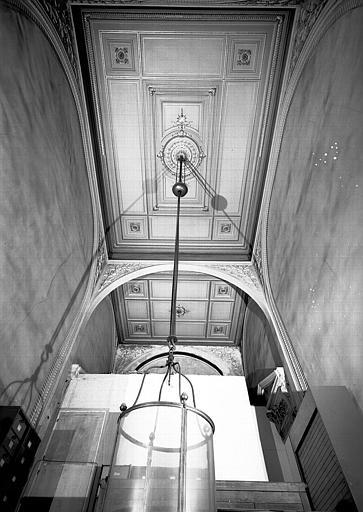 Cour Lefuel, escalier conduisant à l'appartement de l'écuyer de Napoléon III : Vue d'ensemble du plafond