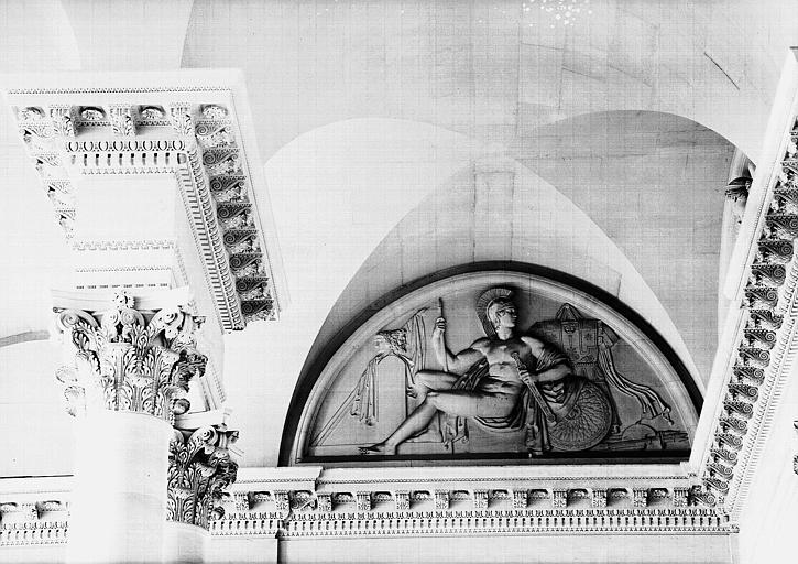 Escalier du Midi, bas-relief de la lunette : Mars