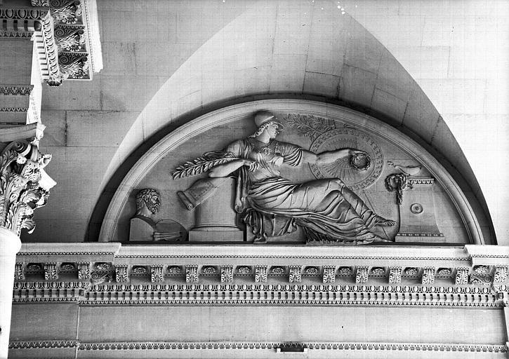 Escalier du Midi, bas-relief de la lunette : Les Beaux-Arts