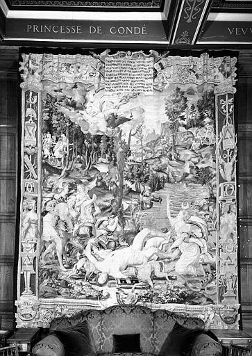Tapisserie en laine et soie, Histoire de Diane : Diane tue Orion (bordures latérales aux chiffres de Henri II et Diane de Poitiers)