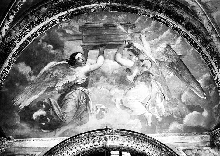 Peintures murales de la chapelle de la Vierge : Deux anges élévant un cercueil dans les cieux