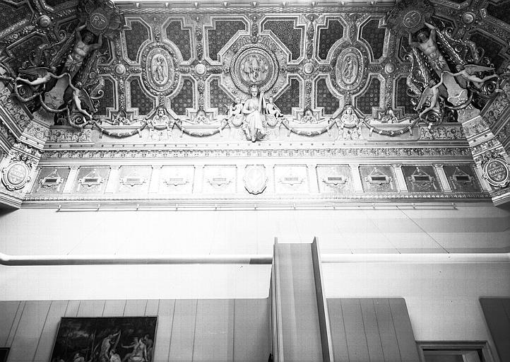 Salon carré, plafond côté nord : Composition allégorique en l'honneur de Jean Pesne, la Gravure (médaillon central)