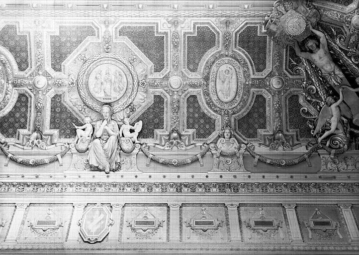 Salon carré, plafond côté sud : Composition allégorique en l'honneur de Poussin : La Peinture (médaillon en partie droite)