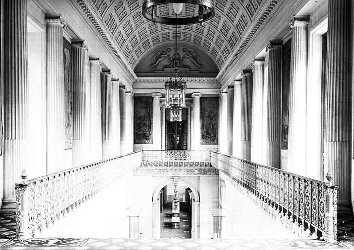 Grand escalier : Vue générale du palier du 1e étage