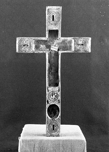 Croix d'autel en cuivre doré et argenté (avers)