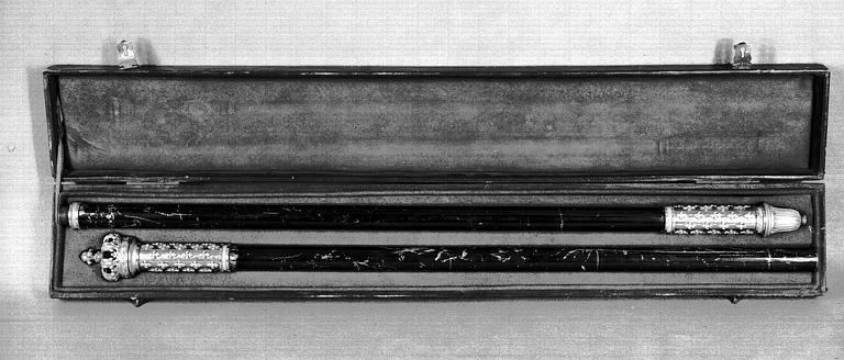 Canne du Maître des Cérémonies du Sacre de Charles X dans son écrin