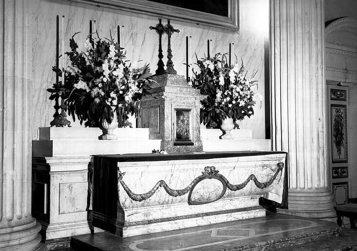 Maître-autel de la chapelle