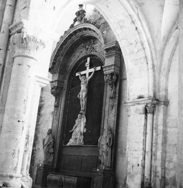 retable sud, le Christ en croix