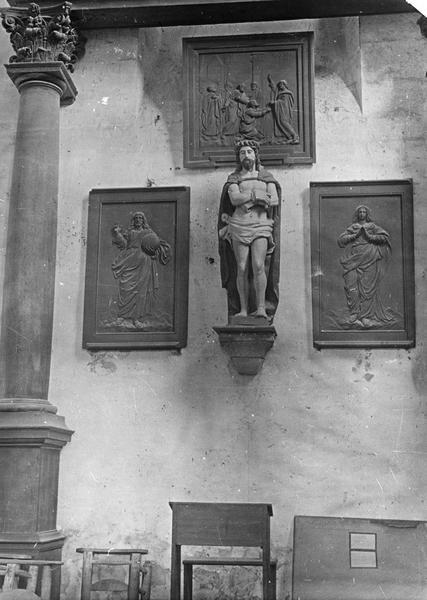 2 reliefs : Dieu le Père, La Vierge
