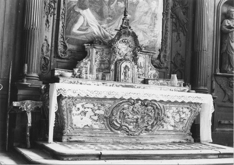 Autel, retable, tabernacle, 4 statues : Vierge à l'Enfant, Saint Etienne, Anges agenouillés (maître-autel)