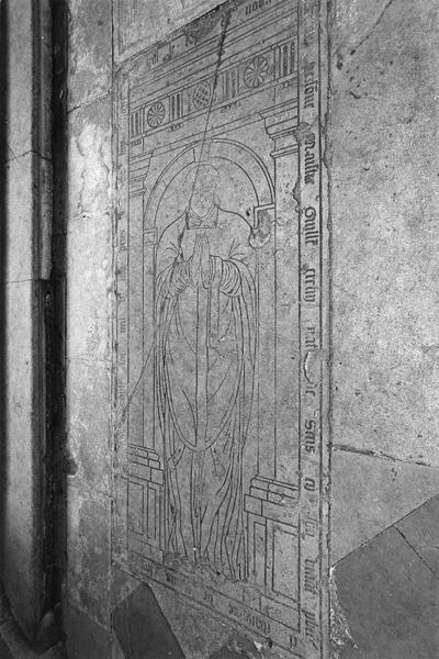 Dalle funéraire de Guillaume Cretin, prêtre, mort en 1554