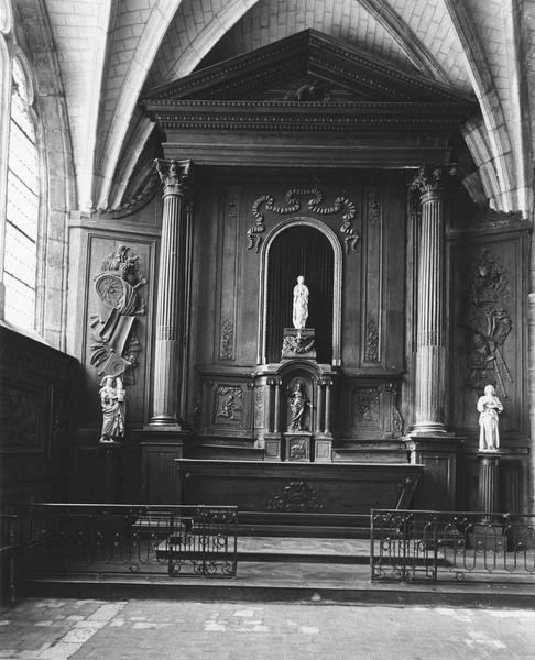 Autel, tabernacle, retable, lambris de revêtement, clôture de chapelle (grille de communion)