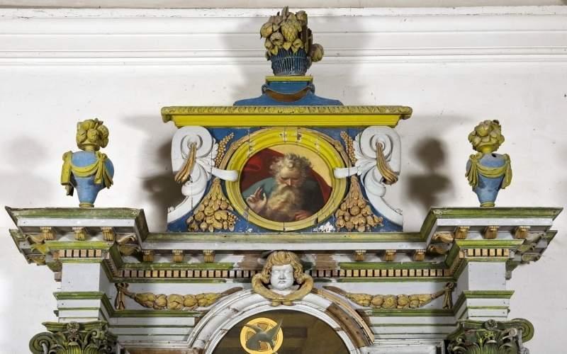 fronton du retable de l'autel latéral nord