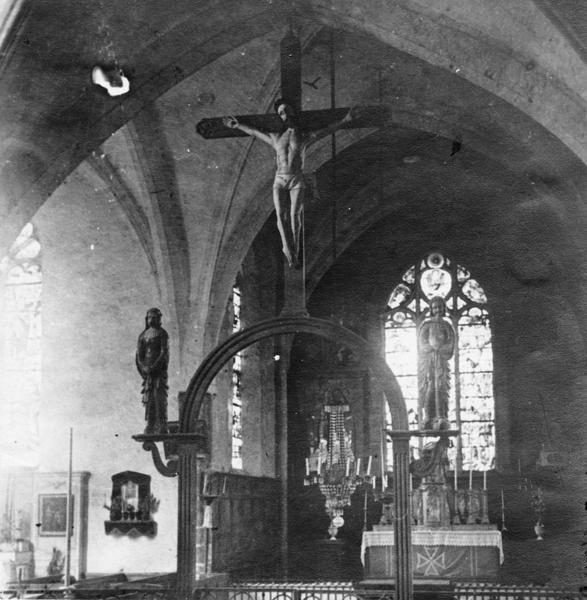 Statues : Le Christ en croix, La Vierge, Saint Jean, vue générale