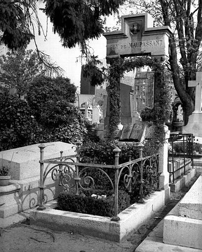 Monument funéraire à Guy de Maupassant