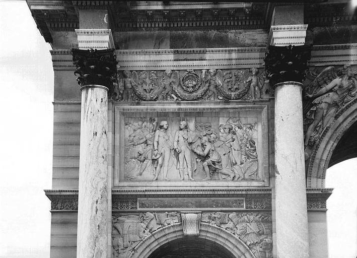 Bas-relief en marbre de la face ouest : Entrée des Français à Munich